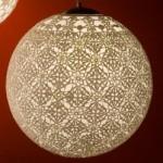Luminária feita de crochê (Foto: divulgação)