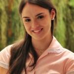 """Maria Aparecida, a Cida de """"Cheias de Charme"""" é uma moça simples e bem jovem que trabalhava como doméstica. Papel de Isabelle Drummond. (Foto: Divulgação)"""