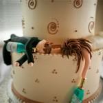Noivinhos com champagne (Foto: divulgação)