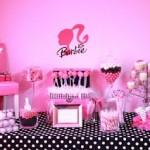 Mesa da Barbie com guloseimas (Foto: divulgação)