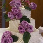 Essas flores servem para ser decorar o bolo combinando com a decoração do salão (Foto: Divulgação)