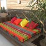 Almofadas aumentam a sensação de conforto no terraço. (Foto:Divulgação)
