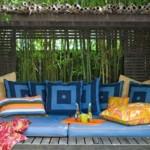 Almofadas estampadas dialogam perfeitamente com o restante da decoração. (Foto:Divulgação)