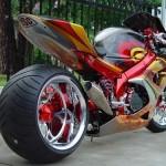 Moto tunada com rodão na traseira (Foto: Divulgação)