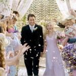 em Legalmente Loira 2 a personagem de Reese Witherspoon foi ao altar de rosa claro. (Foto: divulgação)