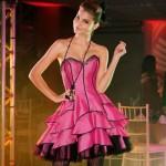 A debutante pode optar por um vestido diferente do tradicional. (Foto:Divulgação)