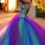 Vestido colorido para debutante. (Foto:Divulgação)