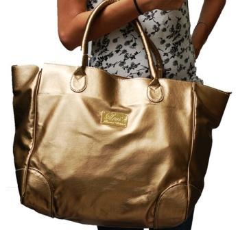 As bolsas douradas vem conquistando mulheres de todo o mundo. (Foto: divulgação)