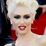 Gwen Stefani apostou nos lábios vermelhos, como de costume, mas exagerou nos olhos. (Foto: divulgação)