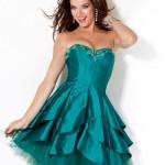 O vestido curto deixa a madrinha mais moderna e charmosa. (Foto:Divulgação)