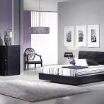 Os móveis valorizam o preto, mas o branco está nos detalhes. (Foto:Divulgação)