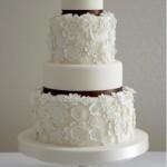 O efeito rendado acrescenta elementos clássicos ao bolo. (Foto:Divulgação)