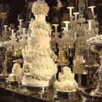 Mesa de casamento com bolo rendado. (Foto:Divulgação)