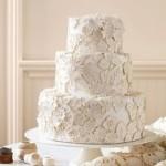 O bolo rendado é feito com pasta americana e fica lindo nas fotos. (Foto:Divulgação)