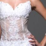 A transparência na barriga é ideal para quem deseja fugir do tradicionalismo dos vestidos (Foto: divulgação).
