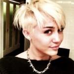 Miley Cyrus com o seu novo corte de cabelo radical. (Foto:Divulgação)