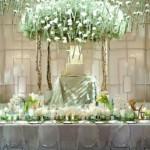 A mesa elegante e moderna decorada para o casamento. (Foto:Divulgação)