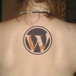 Símbolo do Wodpress tatuado nas costas. (Foto:Divulgação)