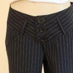 As calças risca de giz de alfaiataria são muito bonitas e se ajustam perfeitamente ao corpo (Foto: divulgação).