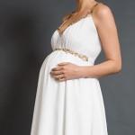 O vestido de noiva não pode apertar a barriga da gestante. (Foto:Divulgação)