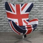 Poltrona Egg inspirada na bandeira britânica. (Foto:Divulgação)