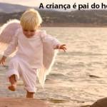 A criança ensina o adulto com gestos muitos simples e poucas palavras. (Foto:Divulgação)