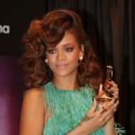 Os cabelos volumosos de Rihanna. (Foto:Divulgação)