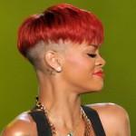 A tigelinha vermelha de Rihanna, um dos cortes mais criticados. (Foto:Divulgação)