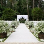 O casamento no sítio ou na chácara combina com arranjos de flores campestres. (Foto:Divulgação)