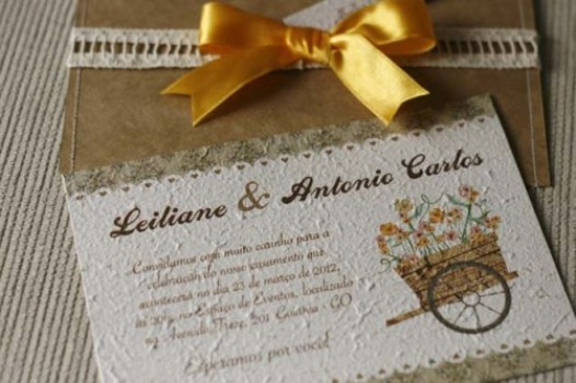 Convite de casamento charmoso e com relevo. (Foto::Divulgação)