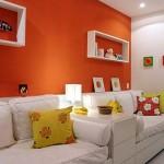 A decoração com cores diferentes e florais deixam a sala de visita mais bonita. (Foto: divulgação)