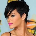A camaleoa Rihanna está sempre mudando o visual e adora cortes assimétricos. Foto divulgação