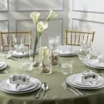 Algumas flores dão um toque especial na mesa dos convidados (Foto: Divulgação)