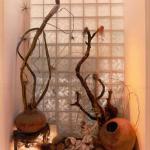 Os tijolos de vidro contribuem com o visual da casa. (Foto:Divulgação)
