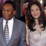 O Rei Pelé, de 72 anos, está de namorada nova. Márcia Cibele Aoki tem 39 anos (Foto: Divulgação)