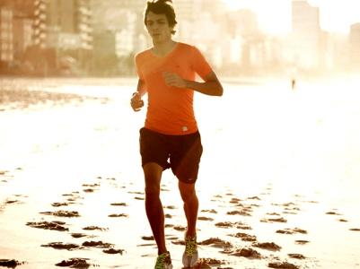 Esportes para praticar na praia: dicas