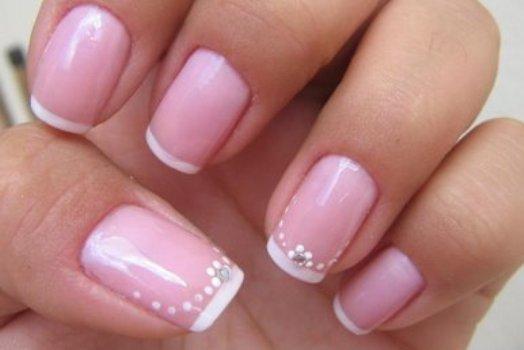 As unhas francesinhas são delicadas e charmosas. (Foto:Divulgação)