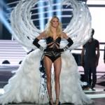 Izabel Goulart desfilou com suas belas asas. (Foto:Divulgação)