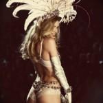 Hilary Rhoda super sensual com a calcinha de renda. (Foto:Divulgação)