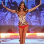 A top Alessandra Ambrosio foi a estrela do desfile. (Foto:Divulgação)