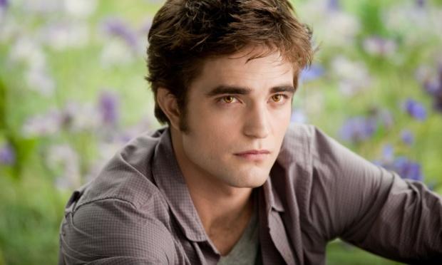 Robert Pattinson como o vampiro Edward Cullen em Crepúsculo.(Foto: Divulgação)
