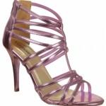 Sandália com tiras cor de rosa. (Foto:Divulgação)