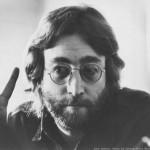 John Lennon é assassinado por fanático em frente ao prédio em que morava. (Foto: Divulgação)