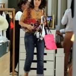 Fátima fazendo compras sem maquiagem (Foto: Divulgação)