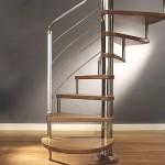 A escada caracol é ótima para economizar espaço. (Foto: divulgação)