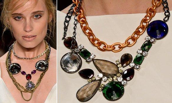 Os colares prometem fazer muito sucesso no inverno 2013. (Foto: divulgação)