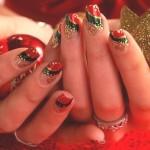 Unha delicada em vermelho, verde e dourado. (Foto: divulgação)