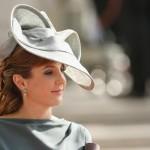 Os chapéus são acessórios excelentes para casamentos diurnos. (Foto: divulgação)