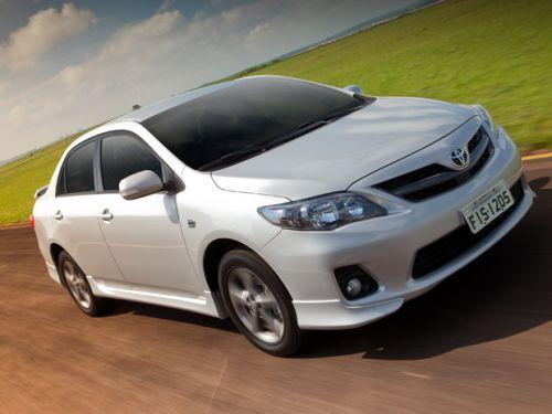 A principal novidade da linha 2013 do Corolla é o modelo XRS, com ares mais esportivos (Foto: Divulgação)
