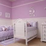 Quarto do bebê decorado com lilás e branco. (Foto:Divulgação)
